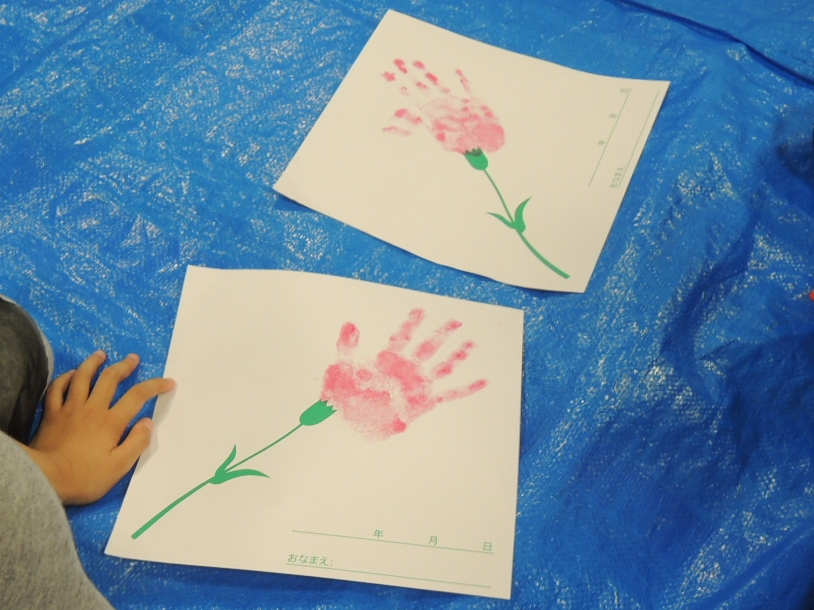 【母の日記念】手形でカーネーションづくり