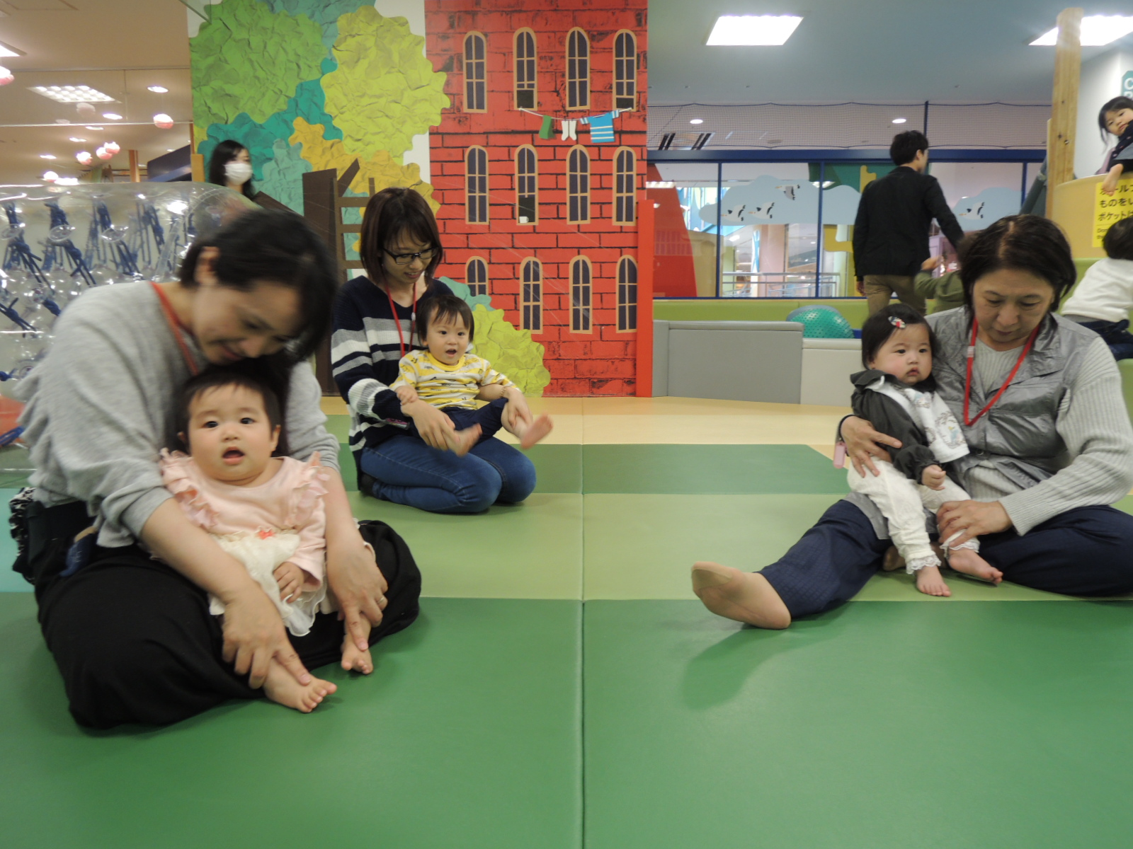 4月17日赤ちゃんの日イベント「手形あそび」のご報告