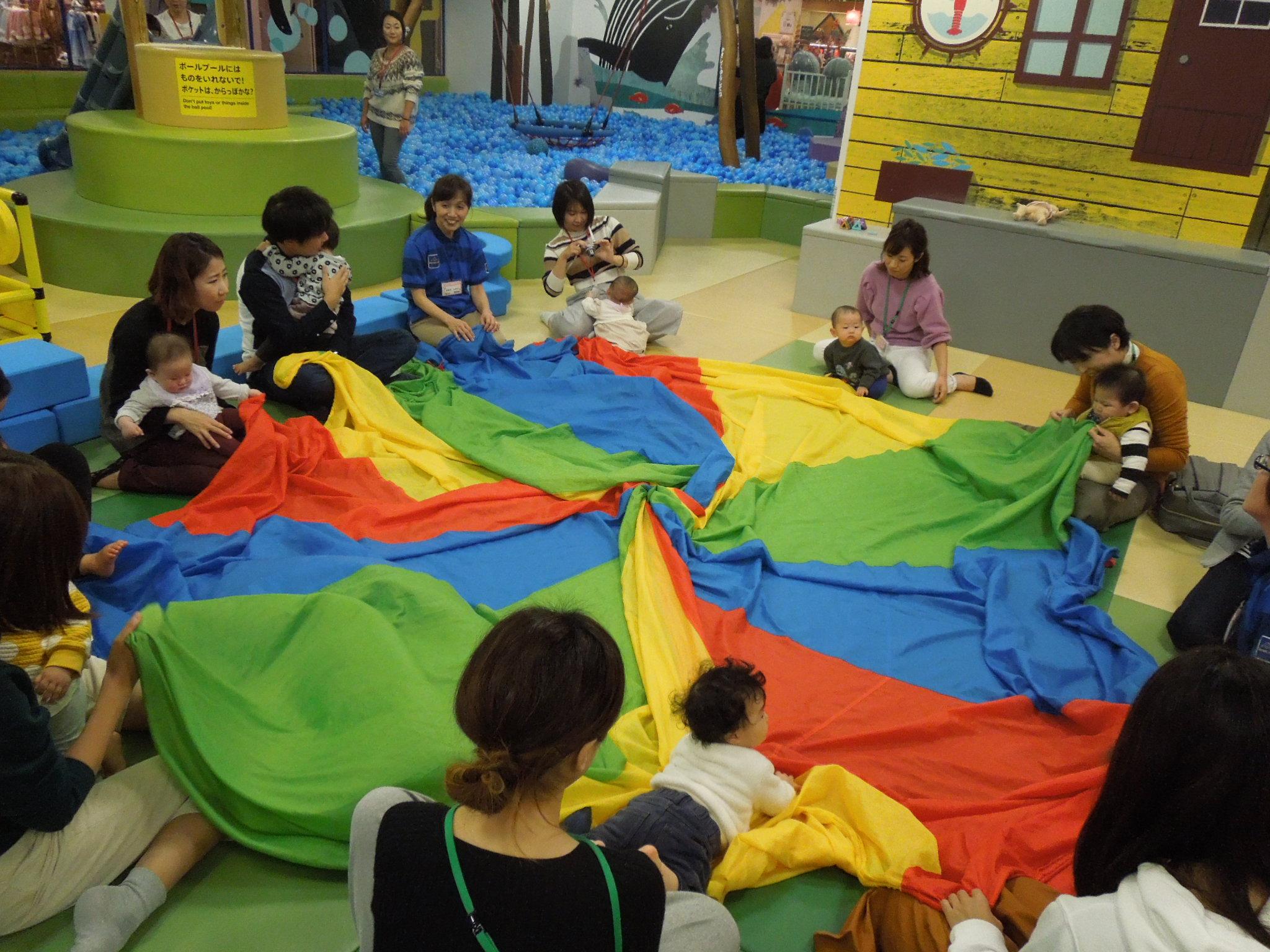 11月13日赤ちゃんの日イベントのご報告(布あそび)