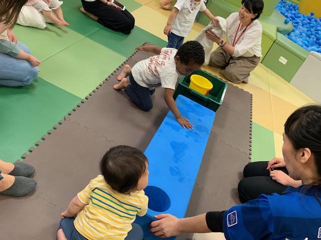 5/28(火)赤ちゃんの日「手形あそび」のご報告