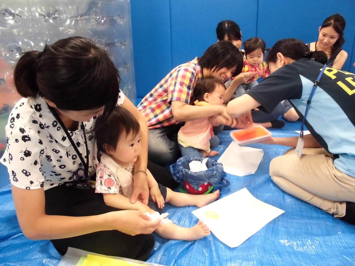 赤ちゃんの日イベント「手型で5月のカレンダーを作ろう」