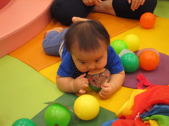赤ちゃんの日♪ボールであそぼう!