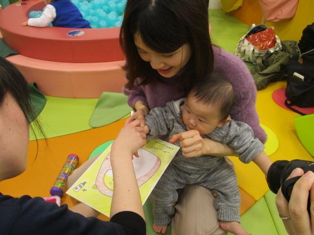 赤ちゃんの日♪手形であそぼう!