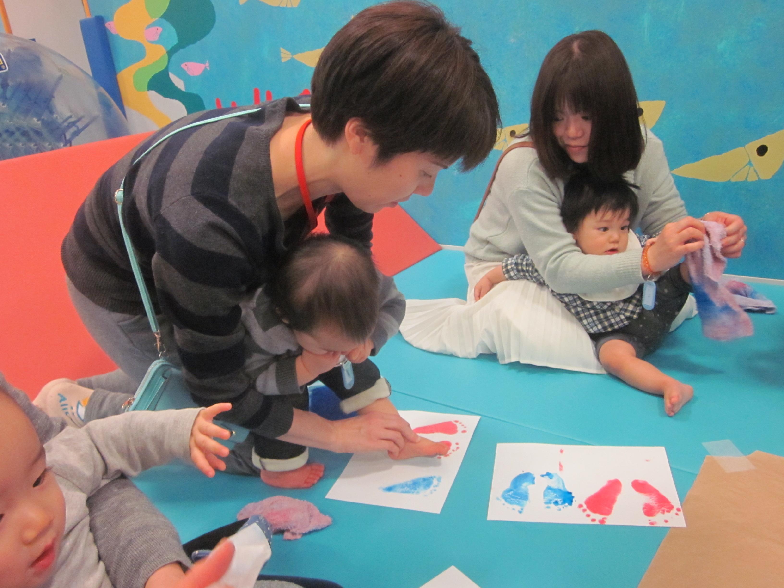 【木曜開催】赤ちゃんの日「手作りかたつむりカレンダーを作ろう!」