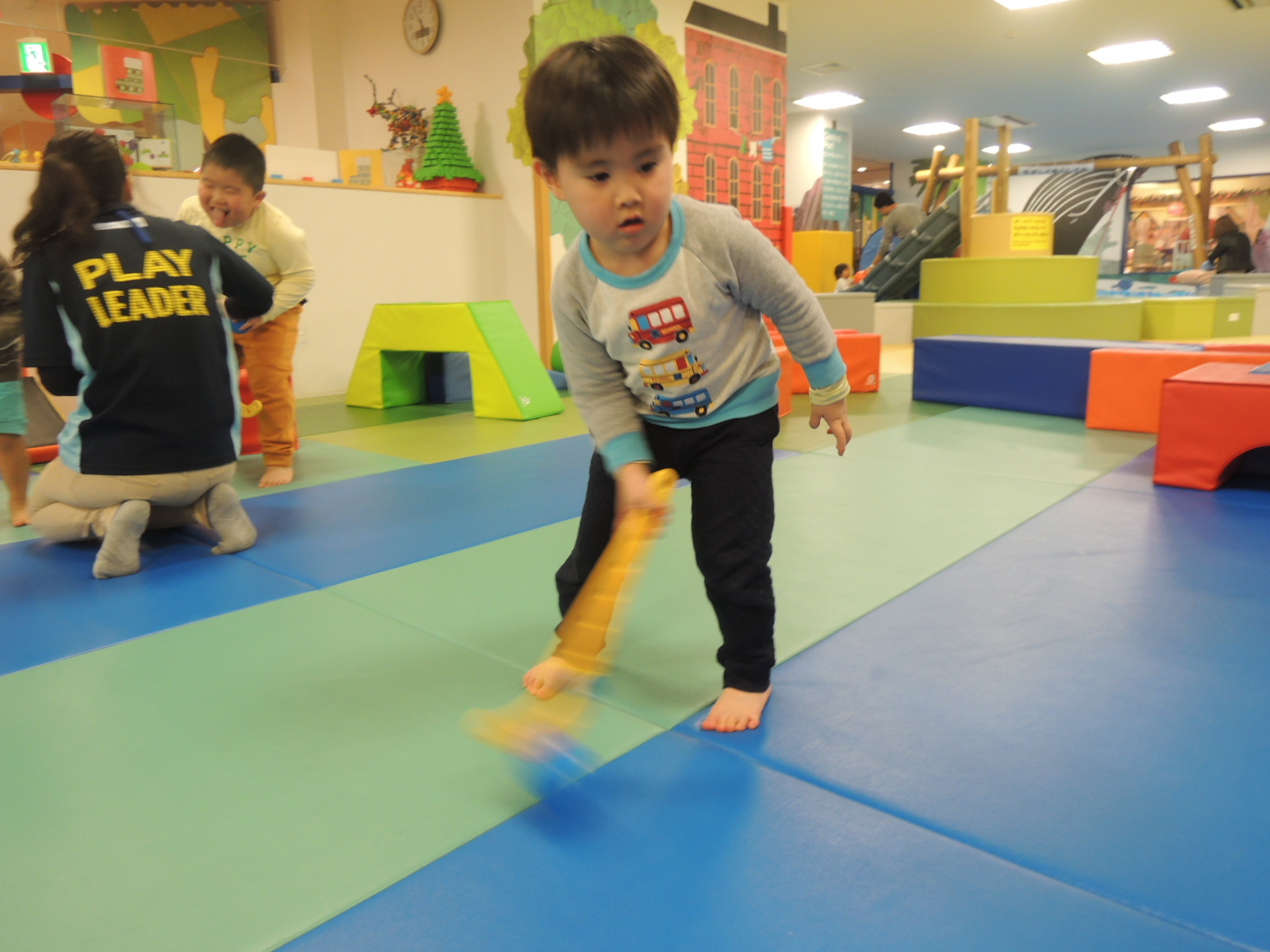 土曜開催☆キドキドで楽しむ!冬のスポーツ「アイスホッケーに挑戦!」