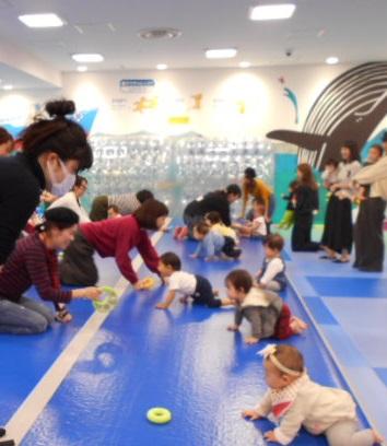 赤ちゃんの日イベント「ハイハイレース」