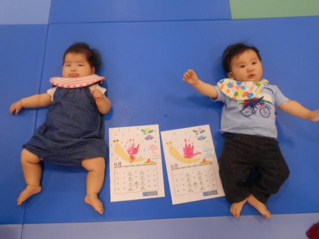赤ちゃんの日「手形カレンダーづくり」を行いました!