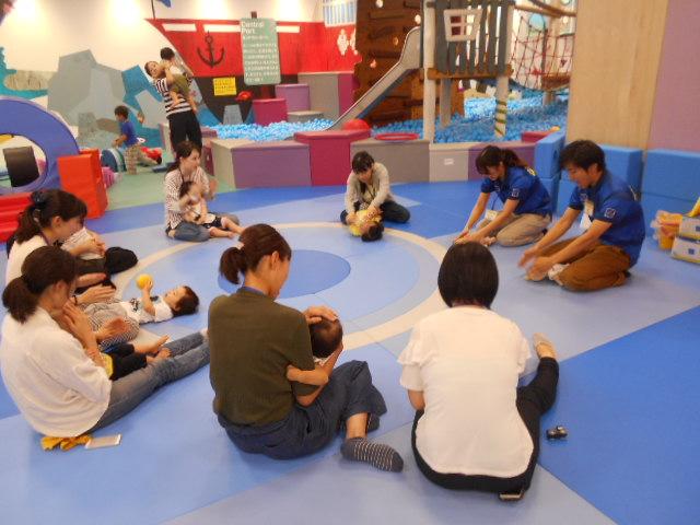 赤ちゃんイベント「手型・足型で10月のカレンダーづくり」を開催しました!