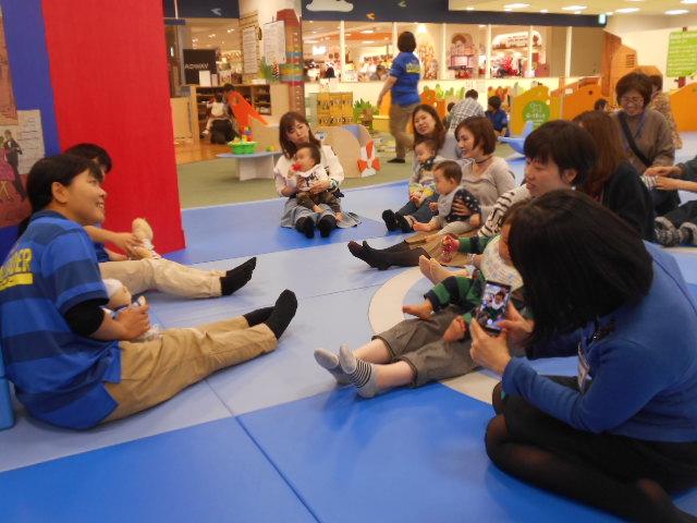 赤ちゃんイベント「12月の手型カレンダー作り」を開催しました!