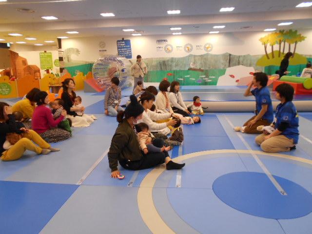 赤ちゃんイベント「ふわふわマットの上でハイハイレース」を開催しました!