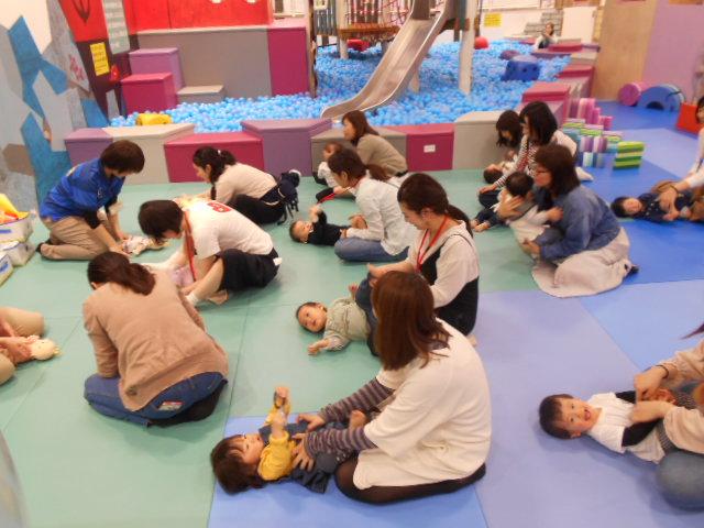 赤ちゃんイベント「5月の手型カレンダー作り」を開催しました!