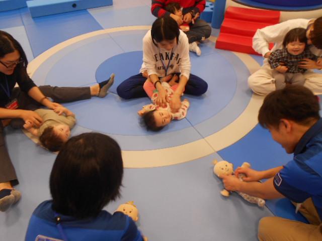 赤ちゃんイベント「12月の手形カレンダー作り」を開催しました!