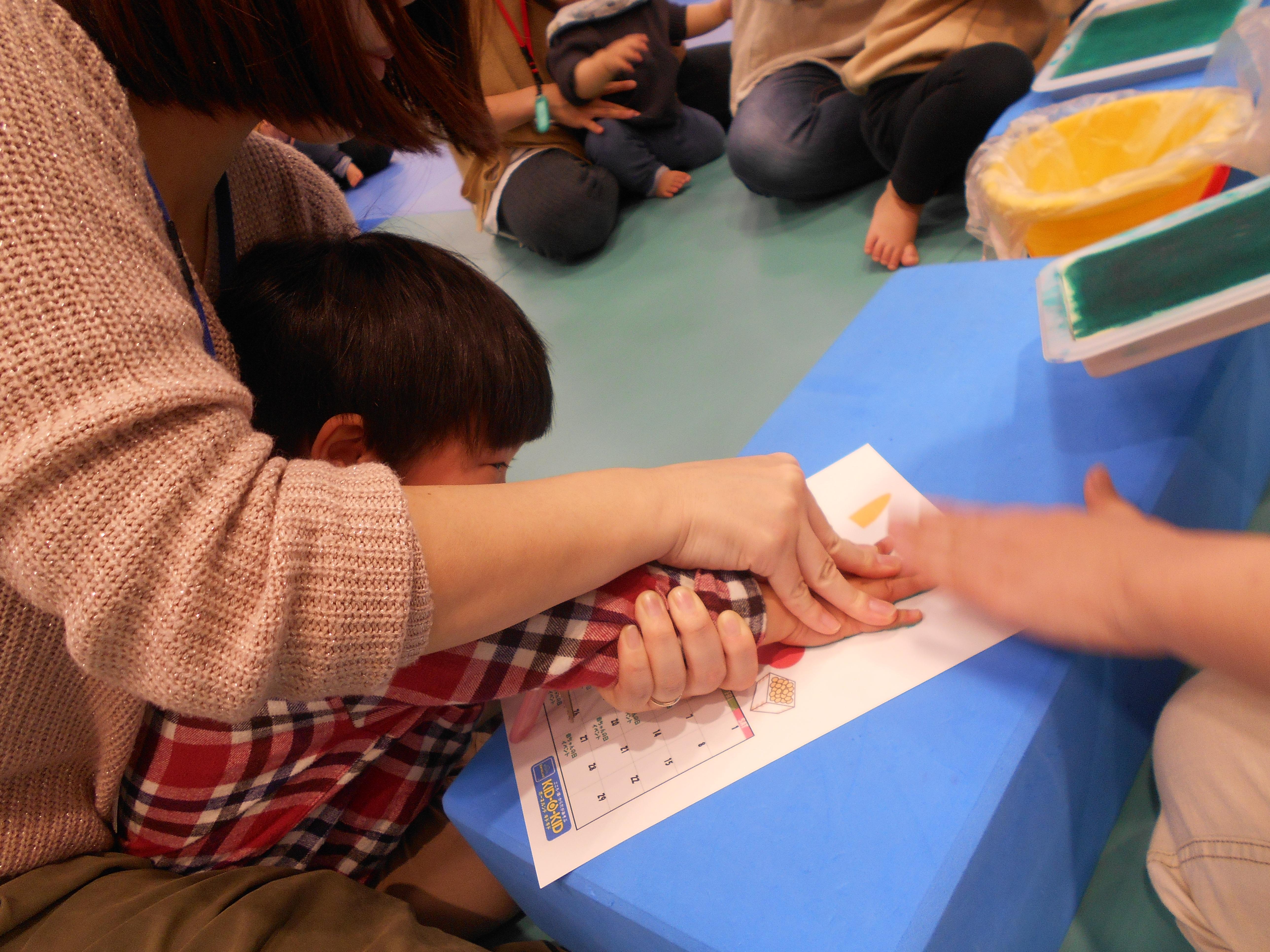 幼児イベント お家にかざれる!手形でカレンダーづくり♪