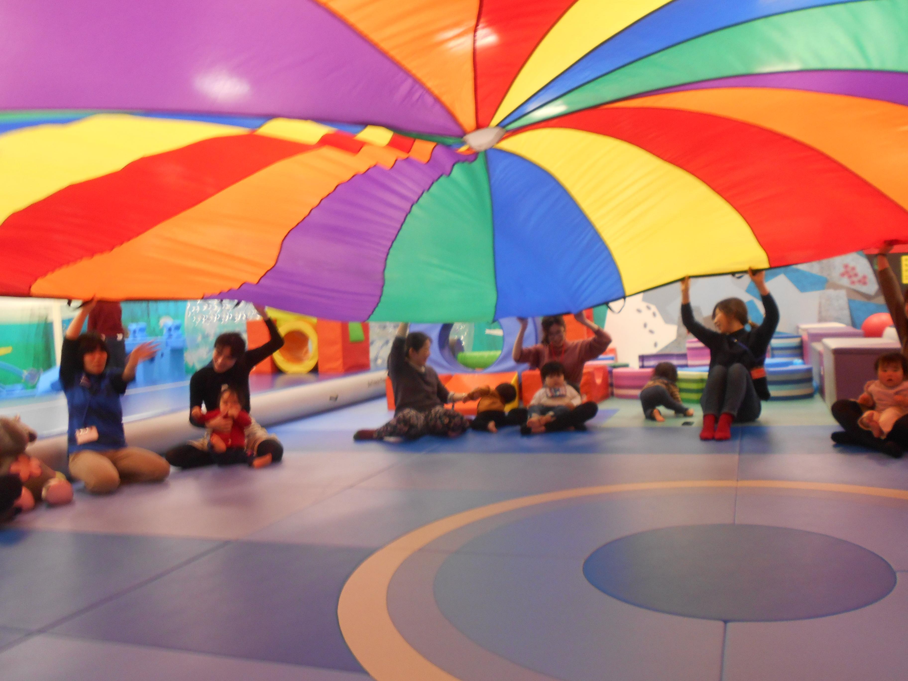 """◆赤ちゃんイベント カラフルな大きな布""""パラシュート""""であそぼう!"""