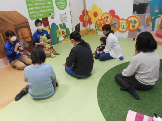 赤ちゃんイベント「絵本の読み聞かせ」を開催しました!