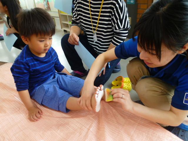 【休日イベント】手形・足形で七夕飾りを作ろう