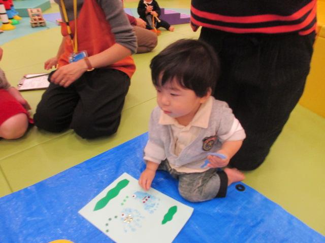 赤ちゃんの日イベント「手形をとろう!」