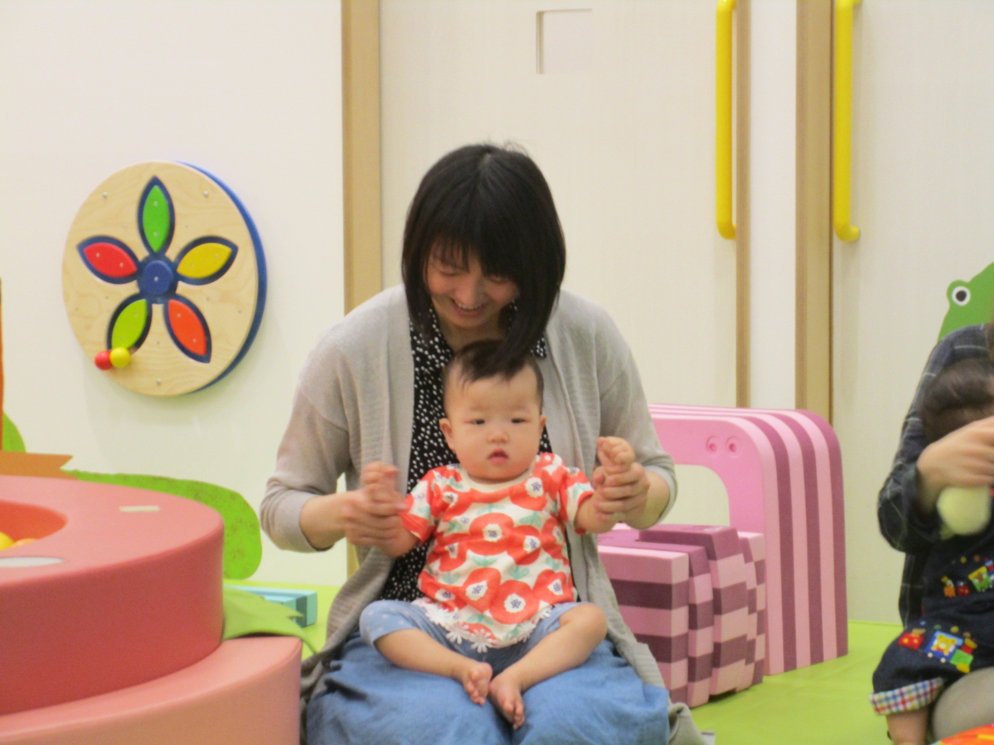 赤ちゃんイベント「感覚あそび」触ってみよう♪