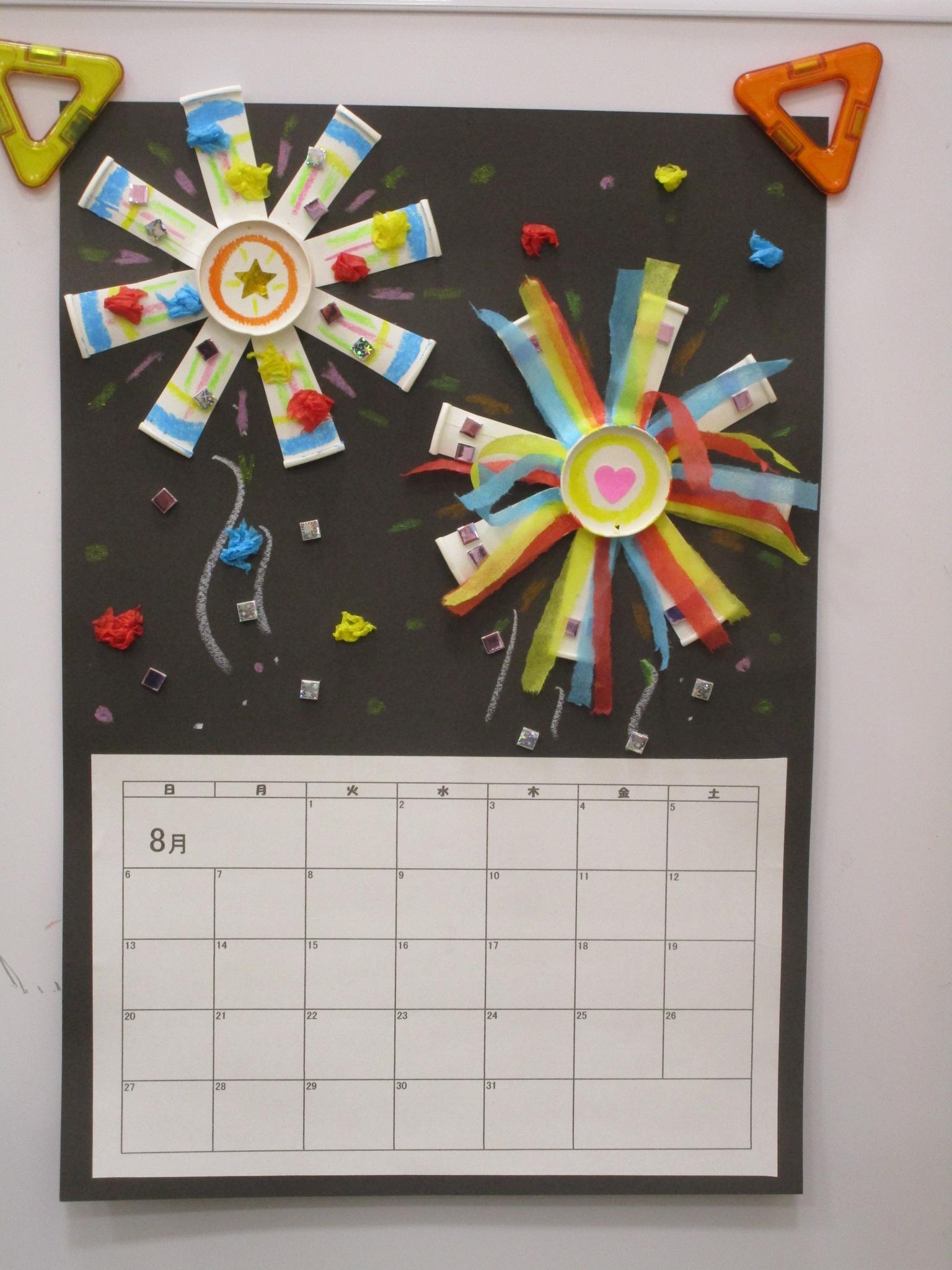 8月のカレンダー作りをします