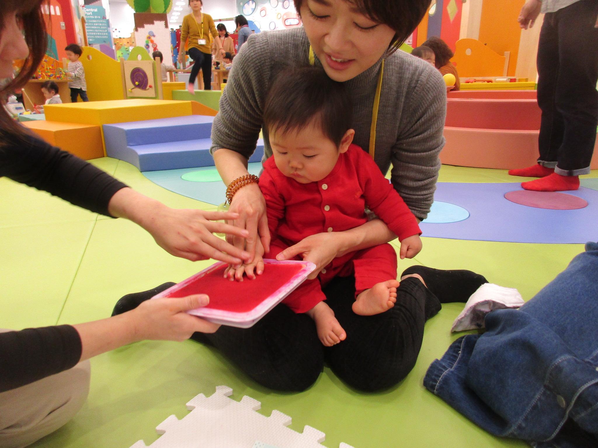 <赤ちゃんの日>手形をとろう!~お誕生日会~