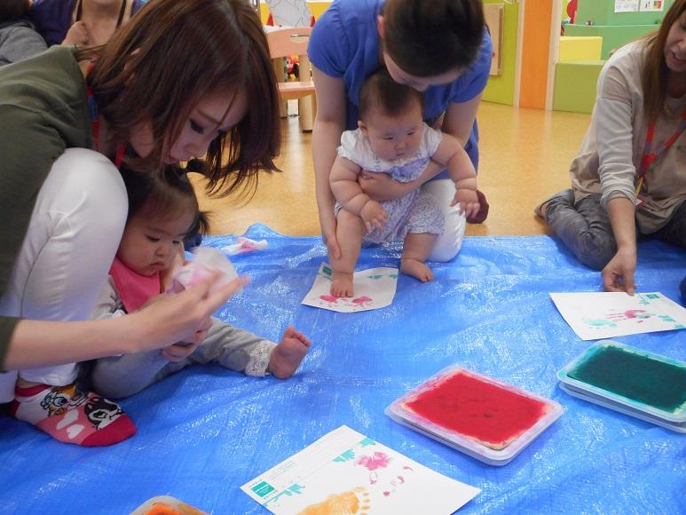 【毎週木曜日 赤ちゃんの日】手形で海の生き物をつくろう!