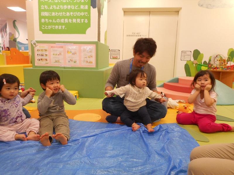 赤ちゃんの日 「かんてんねんどでかがみもちを作ろう!」