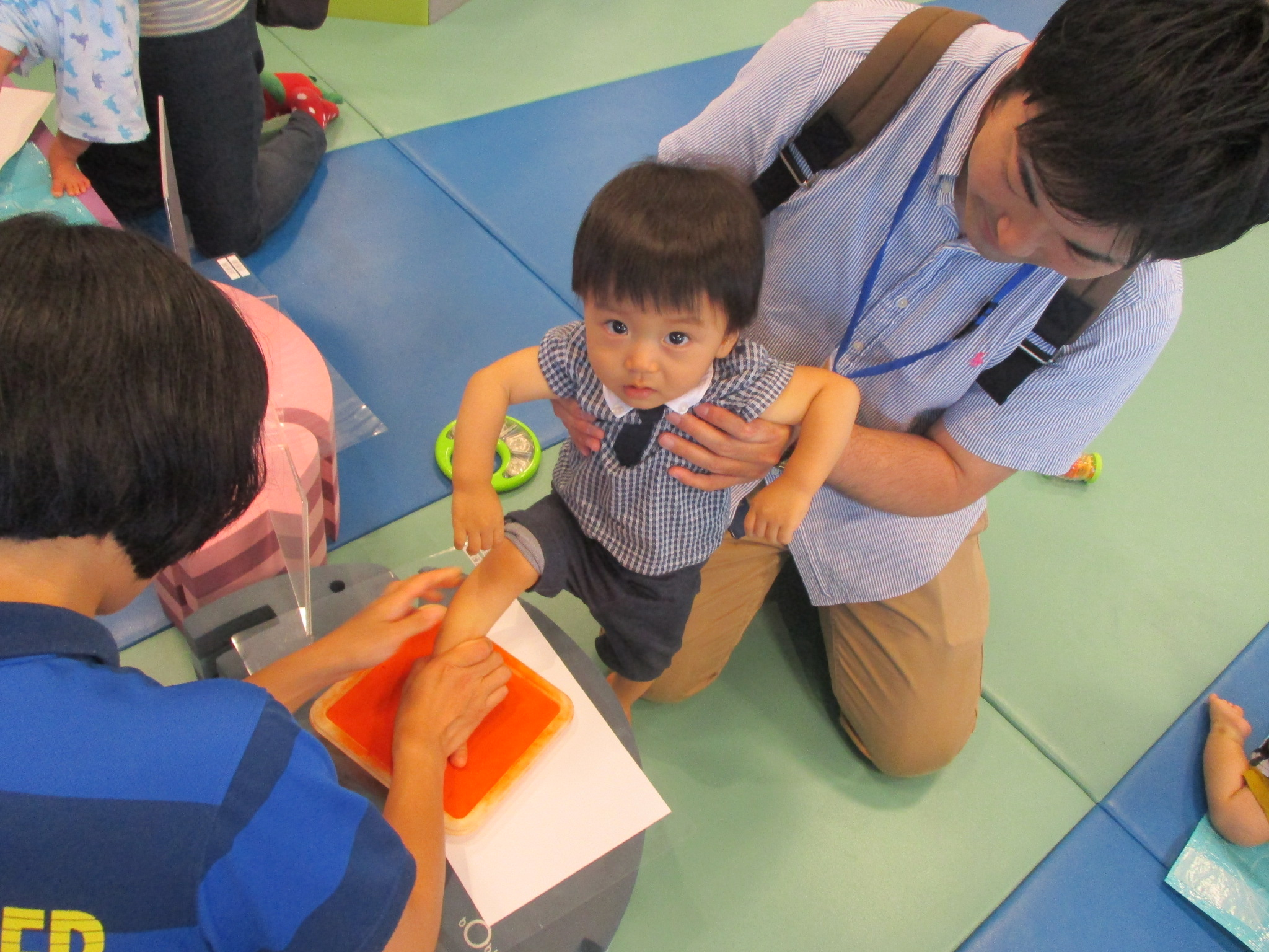 10/25(木)【赤ちゃんの日】手型・足型で季節のモチーフづくり