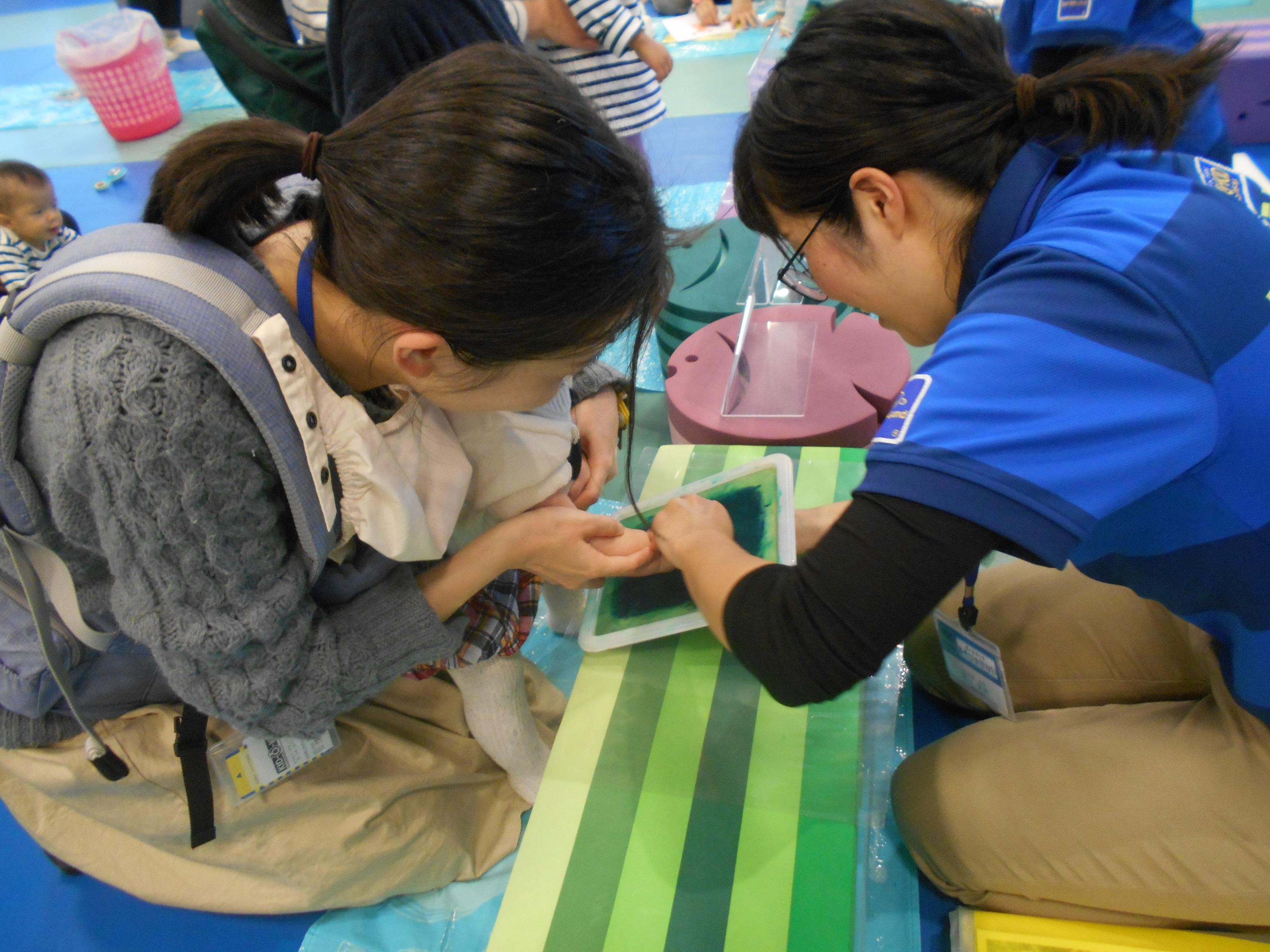3/28(木)【赤ちゃんの日】手型・足型で4月のモチーフづくり