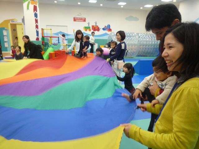 【イベント】パラバルーンであそぼう(2/25、26)・手形カレンダーづくり(2/26)