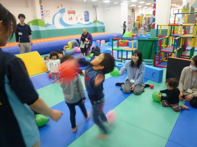 【イベント】親子で玉入れをしよう(3/25・26)、4月の手形カレンダーづくり(3/26)
