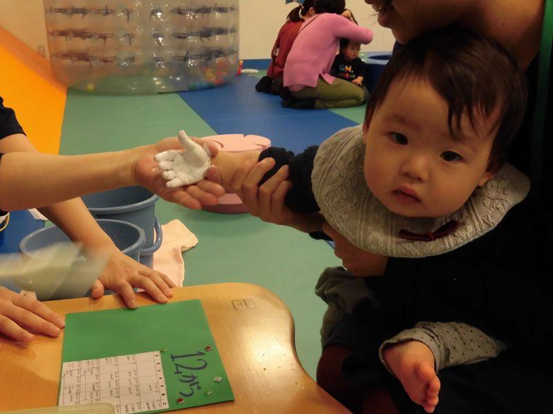 【毎週火曜日は赤ちゃんの日】手形・足形で4月のカレンダー作り!