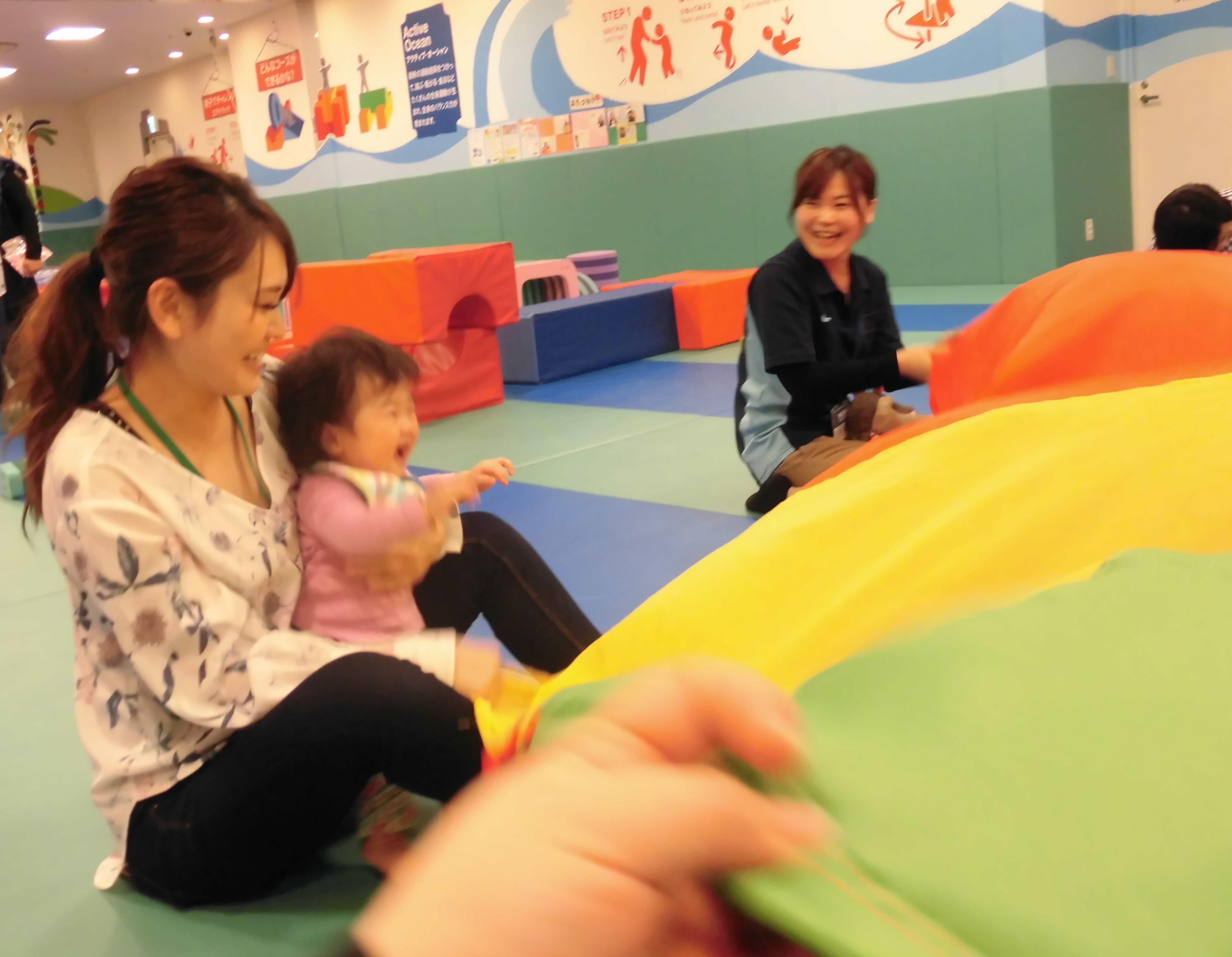 【毎週火曜日は赤ちゃんの日】パラシュートであそぼう☆