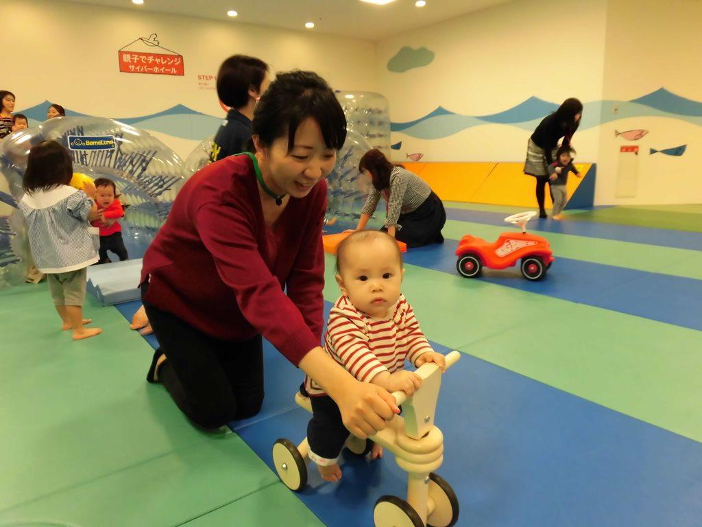 【毎週木曜日は赤ちゃんの日】いろいろな遊具であそぼう!