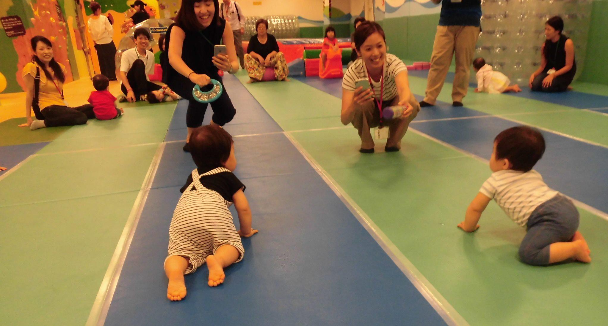 【毎週火曜日は赤ちゃんの日】ハイハイレースをしよう!