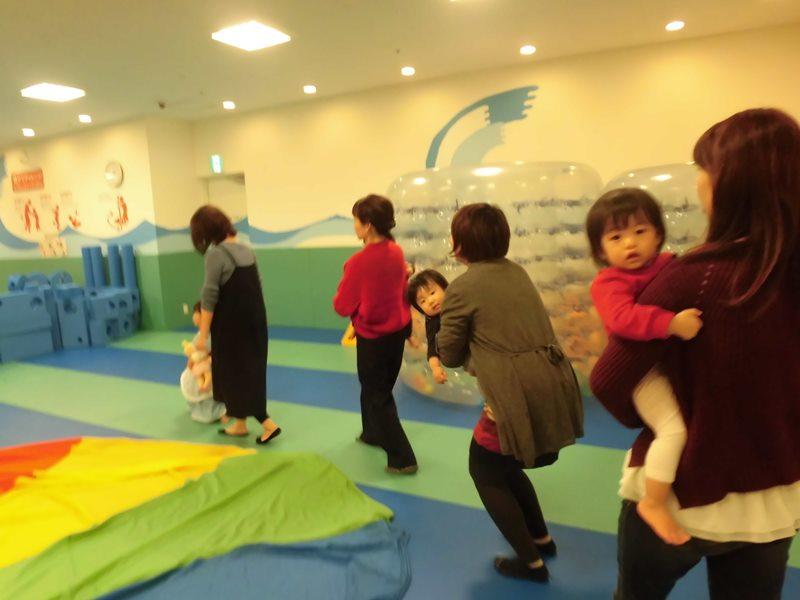 赤ちゃんの日☆パラシュートあそび