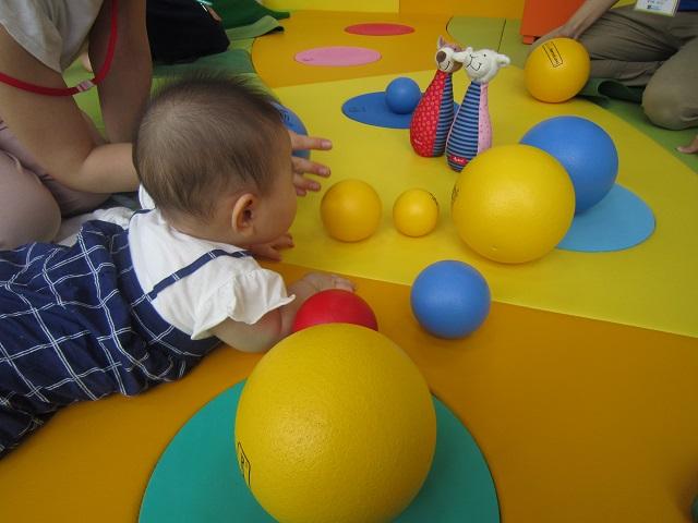 赤ちゃんの日「ボールあそび」