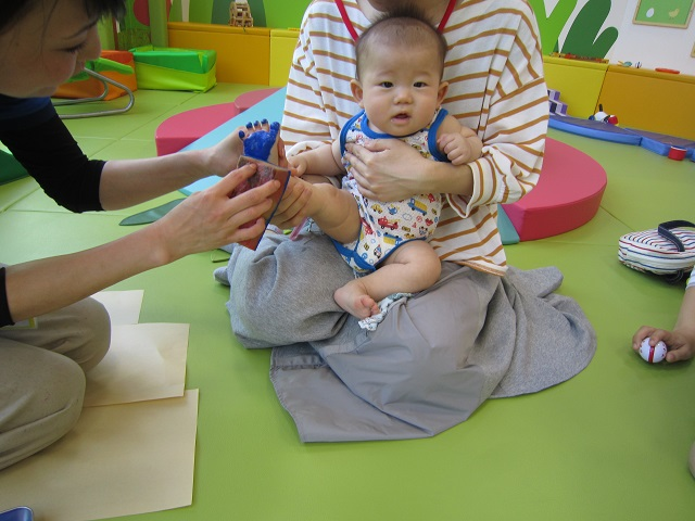 赤ちゃんの日のイベント 「手形・足形」