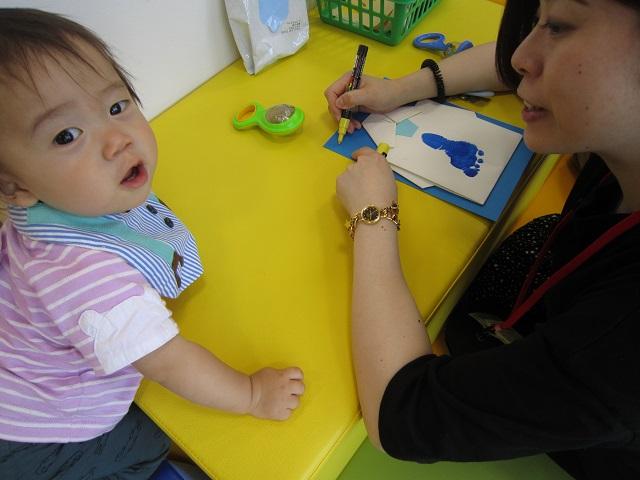 赤ちゃんの日のイベント「手形・足形あそび」