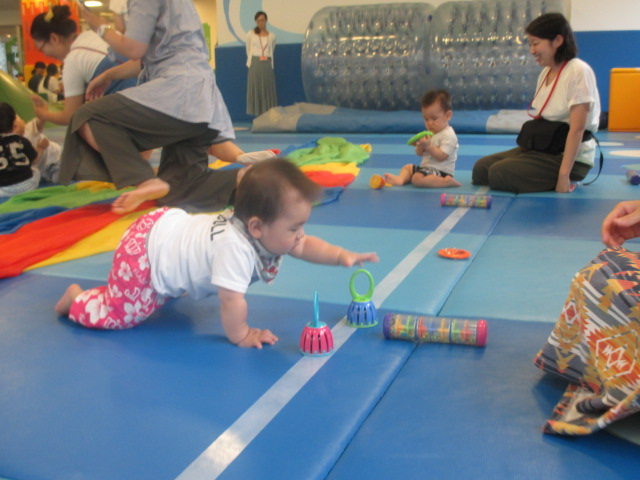赤ちゃんの日「ハイハイレース」