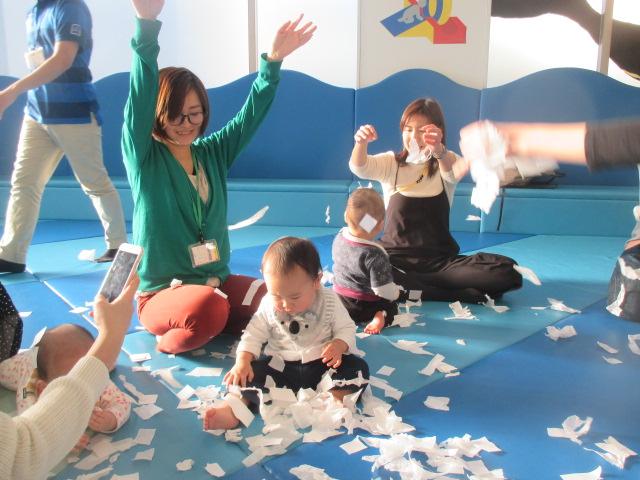 赤ちゃんの日「紙あそび お花見をしよう!」