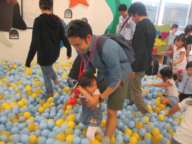 梅雨イベント「げんかいチャレンジ ~しわくちゃボールであそぼう~」