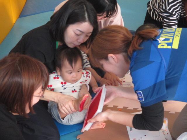 10月30日 水曜日イベント ハロウィンイベント「手形をとって親子でお絵描き」のご報告