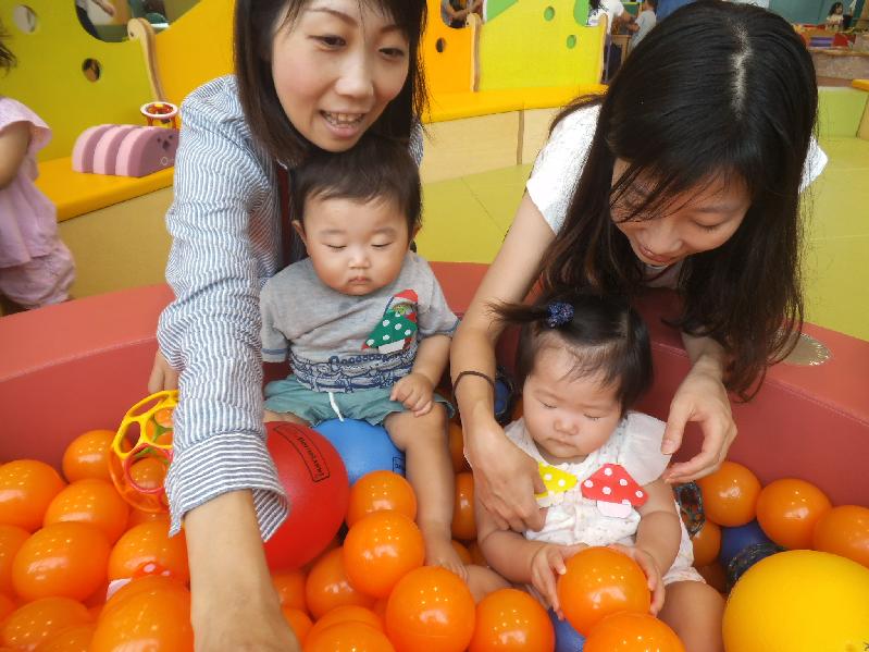 赤ちゃんの日『ボールあそび』