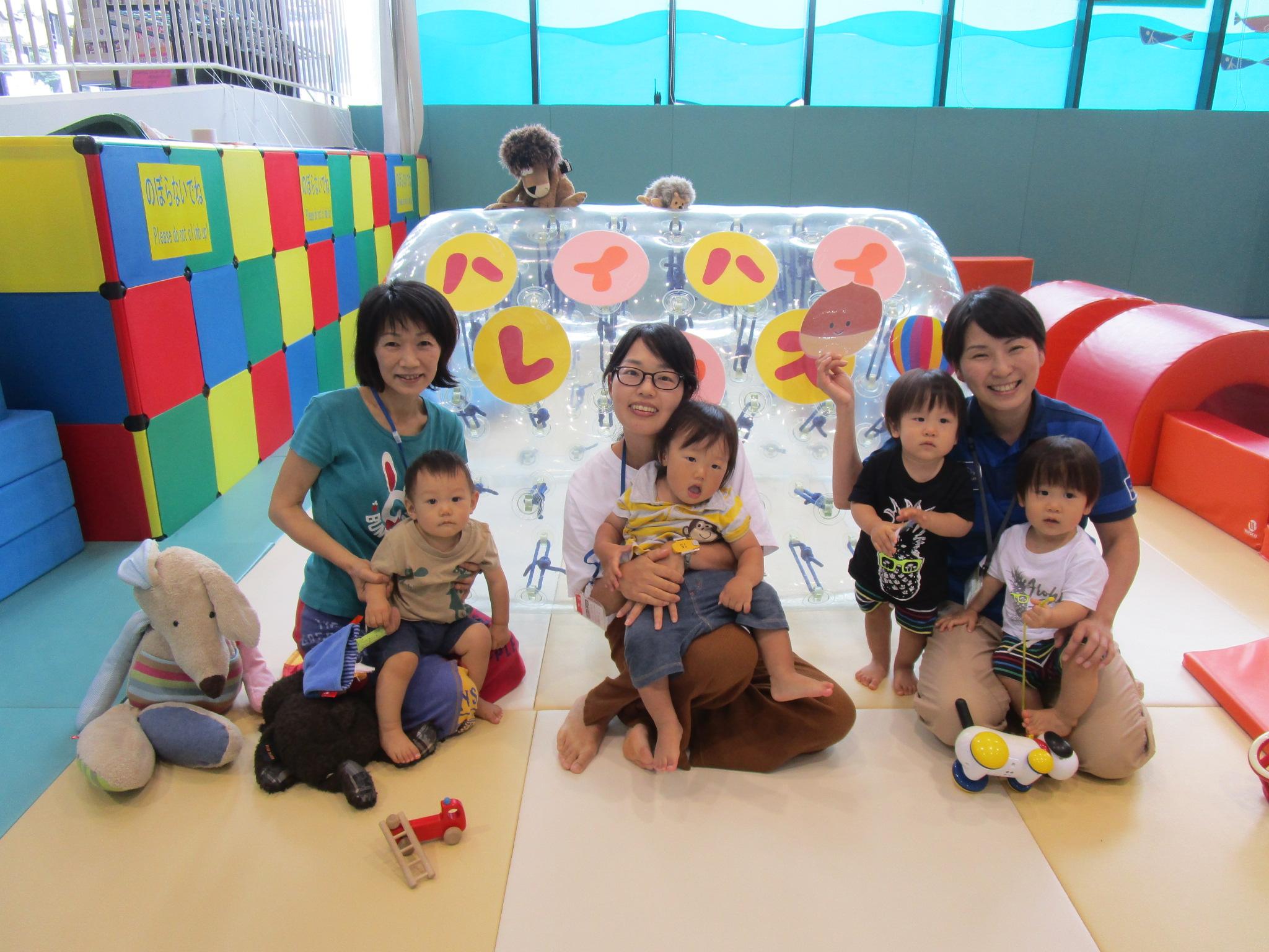 赤ちゃんイベント『ハイハイレース』/『パラバルーンであそぼう!』