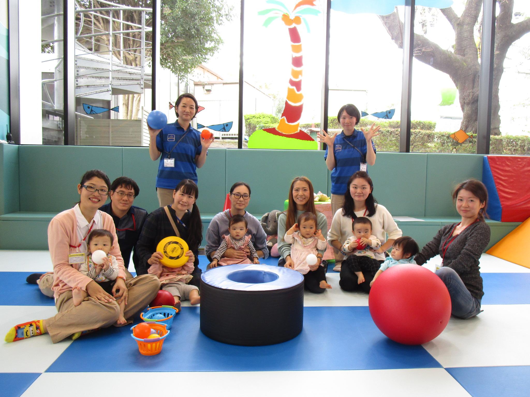 赤ちゃんイベント『ボールであそぼう!』『ハイハイレース』『カレンダーをつくろう!』