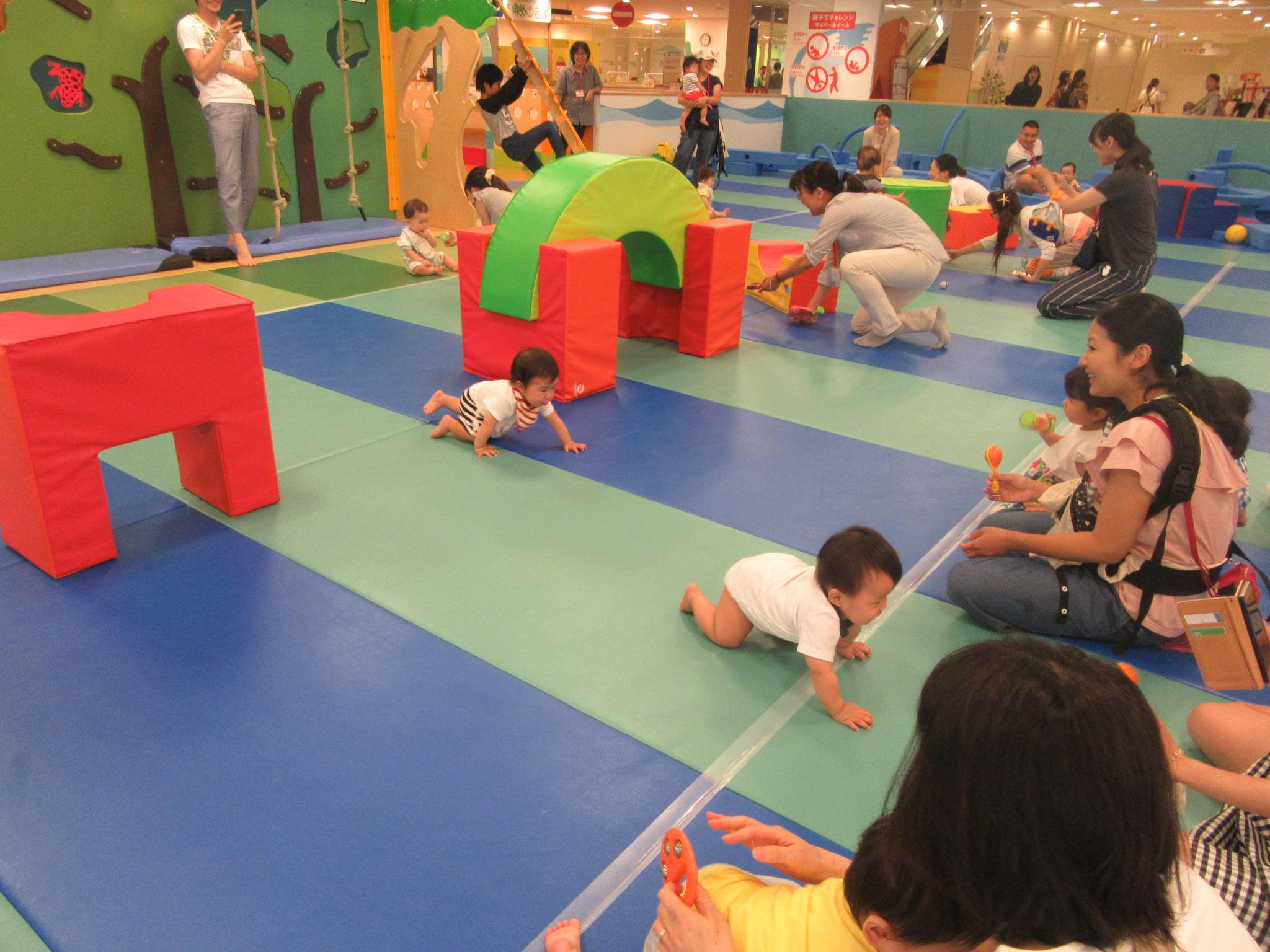 赤ちゃんの日イベント ハイハイレース