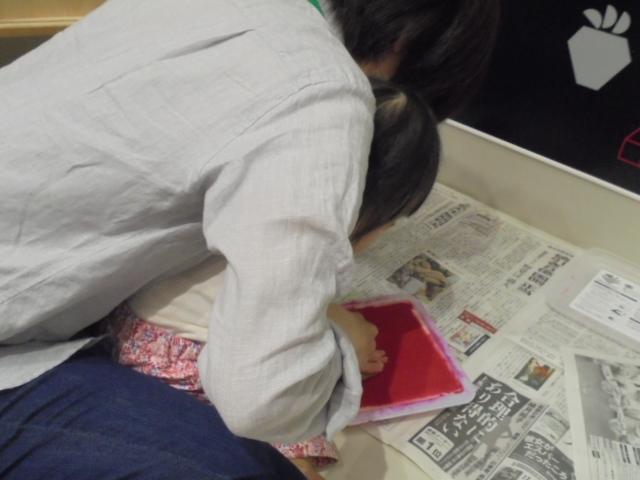 5/9・11開催  赤ちゃんの日イベント「手形でカーネーション作り」報告